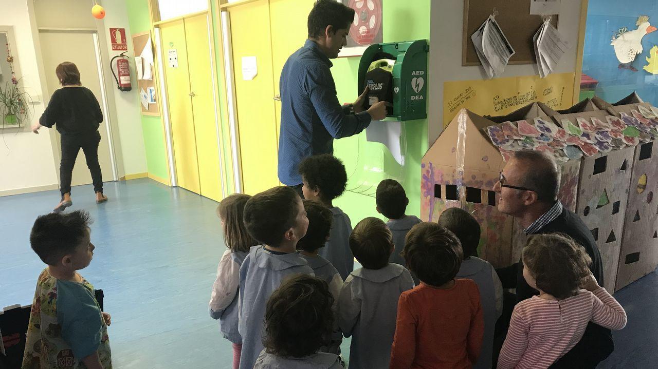 Desfribrilador instalado en un colegio de Nigrán