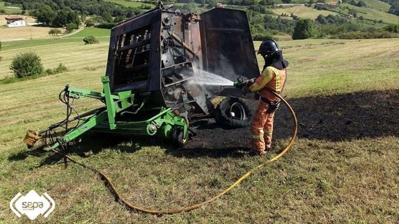 Incendio en Tapia.Maquinaria agrícola calcinada
