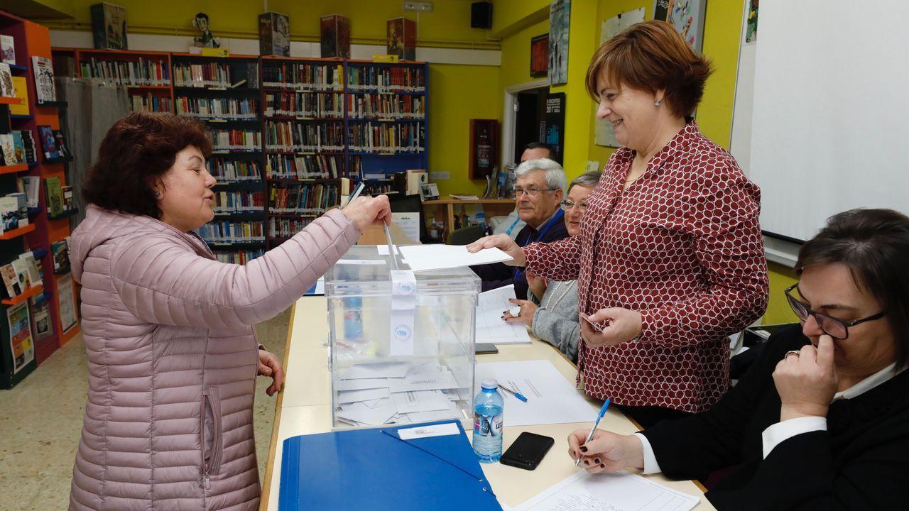 Vecinos de Burela votan por cuarta vez este año.Néstor Rego, diputado del BNG por A Coruña