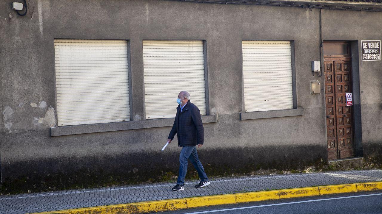 Derriban una casa ilegal en Vigo y dan nuevas vistas a los vecinos.Manuel Maldonado se desplazó esta semana a Boiro para ir a la casa de su madre