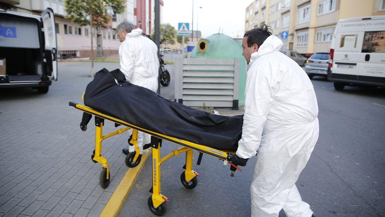 Retirada del cuerpo de un hombre hallado momificado en su casa en el 2017