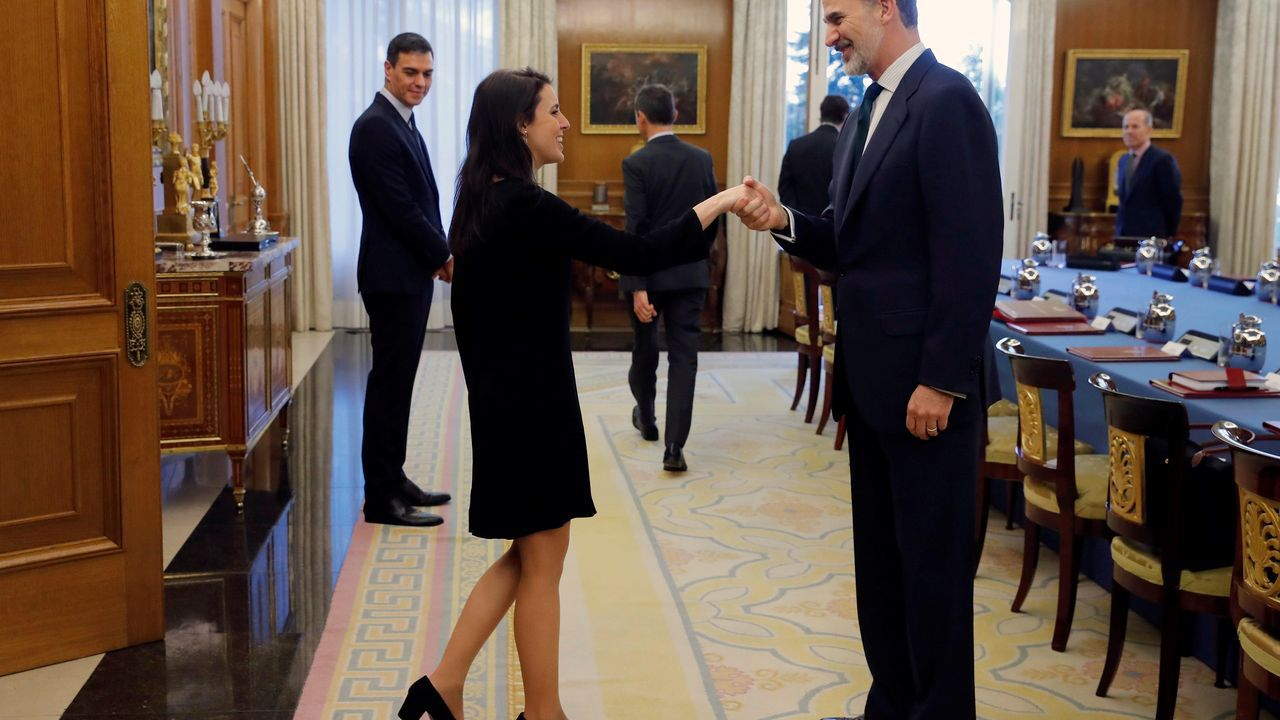 En la imagen, el rey recibe a la ministra de Igualdade, Irene Montero