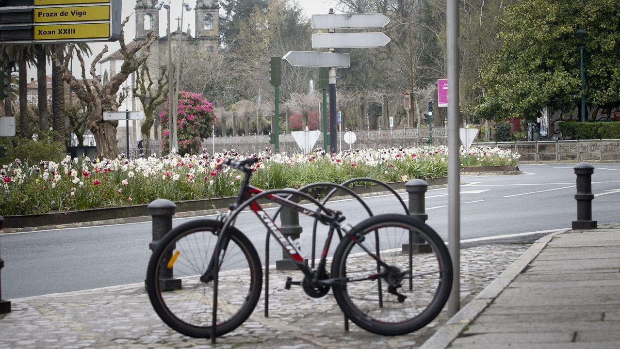 Bicicleta en Santiago, sin nadie que la monte, en una nueva jornada de confinamiento