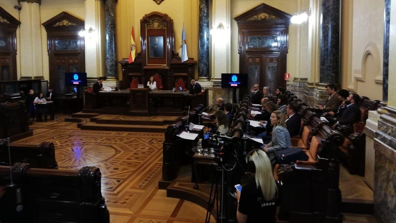 Entramos en la estación intermodal de A Coruña.Pleno Ayuntamiento A Coruña en María Pita