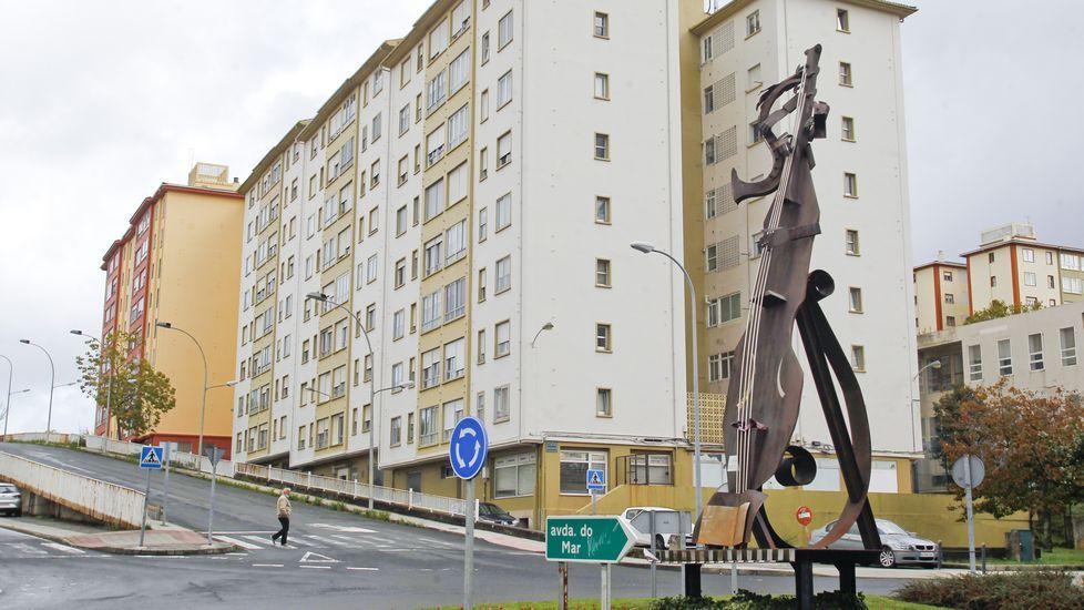 Bloques de la calle Marqués de Santa Cruz, en Caranza, donde Defensa vende nueve viviendas deshabitadas