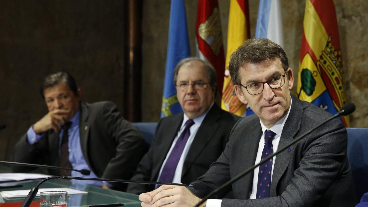 Encuentro de presidentes deGalicia, León y Asturias para el impulso delcorredor atlántico.La autovía del Cantábrico, una de las infraestructuras que contribuyeron a vertebrar el noroeste