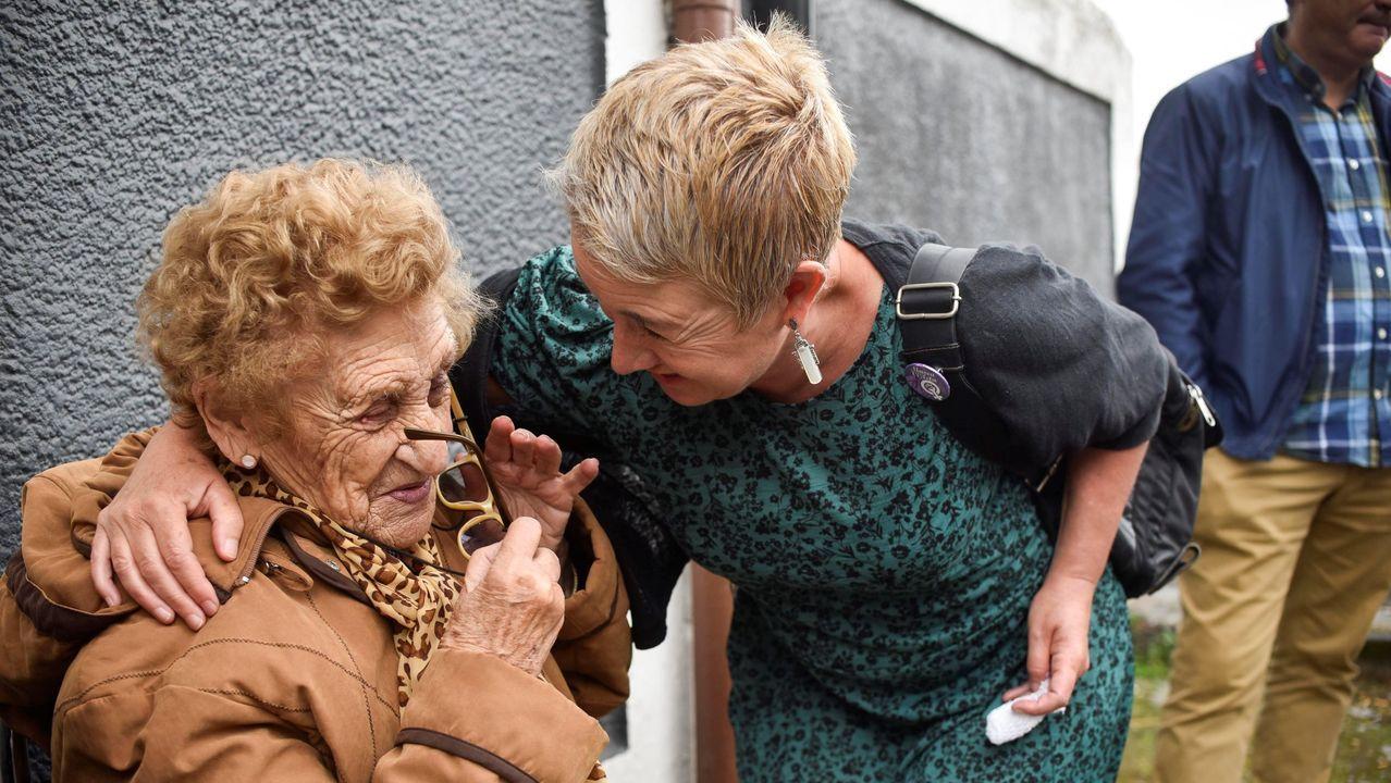 Una manifestación vecinal logra expulsar a unos okupas de la casa de una anciana.Agentes de la Guardia Civil el pasado 23 de agosto durante el registro de un domicilio en la operación coordinada por la Audiencia Nacional contra el Equipo de Respuesta Táctica de los Comités en Defensa de la República