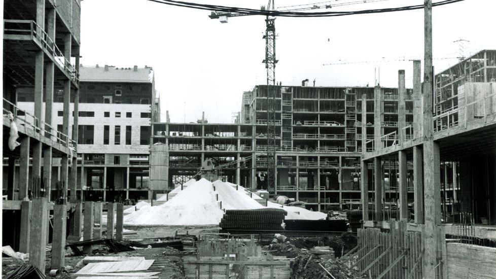 Construcción del edificio de Área Central del polígono de Fontiñas a principios de los años 90