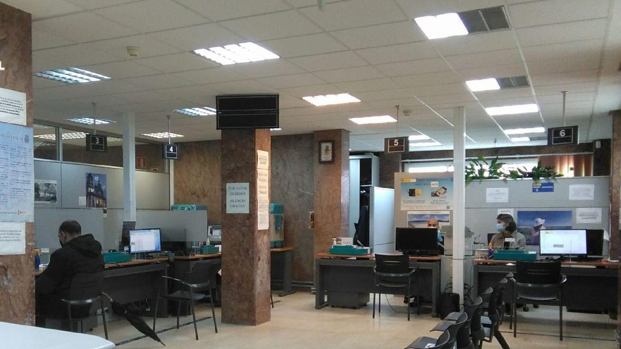 Estado en el que los ladrones dejaron un piso del centro de Ferrol en el que entraron a robar este verano