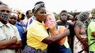 Un grupo de desplazados tras el ataque yihadista en la ciudad mozambiqueña de Palma