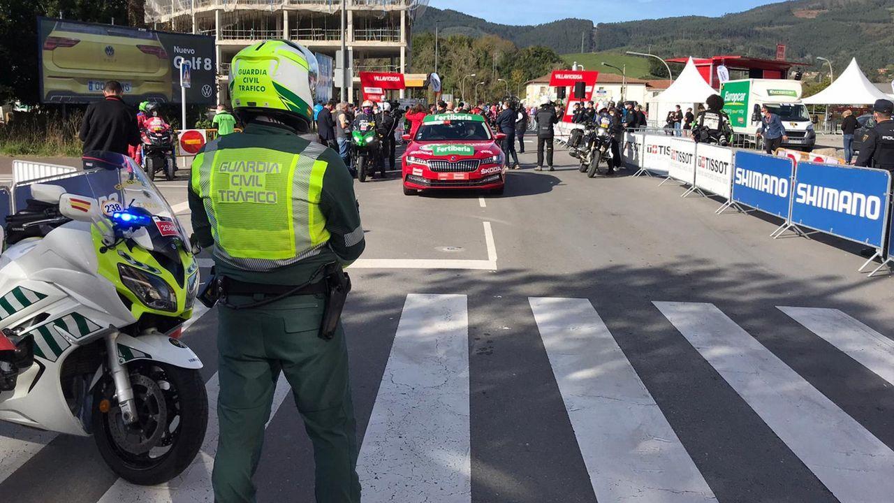 Las mejores imágenes de la etapa de La Vuelta entre Lugo y Ourense.En Vimianzo hubo el lunes un nuevo cribado