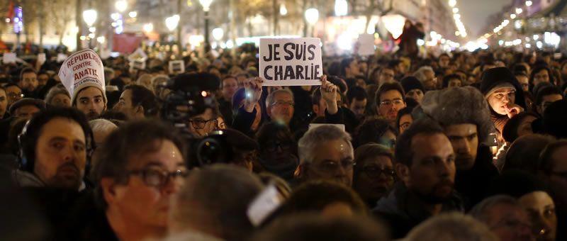 Intervención de las fuerzas policiales en Francia.La plantilla de «Charlie Hebdo» trabaja en la redacción del periódico «Libération».