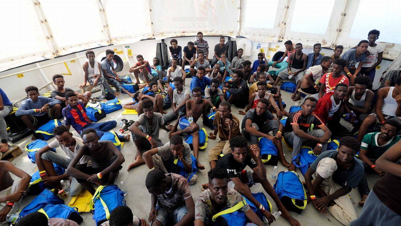 España acogerá finalmente a 60 de los 141 inmigrantes del Aquarius.Inmigrantes rescatados por el buque Aquarius