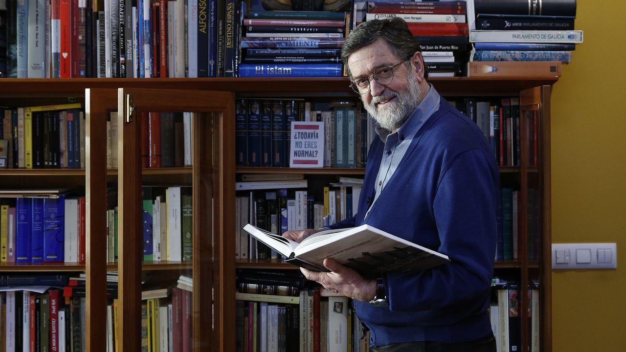 Os libros teñen gran protagonismo na casa de Cerviño, lector ávido e bo bibliófilo
