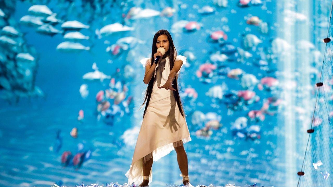 La canción de España en Eurovisión Júnior 2019.Kepa Acero, en el muro de la playa de San Lorenzo