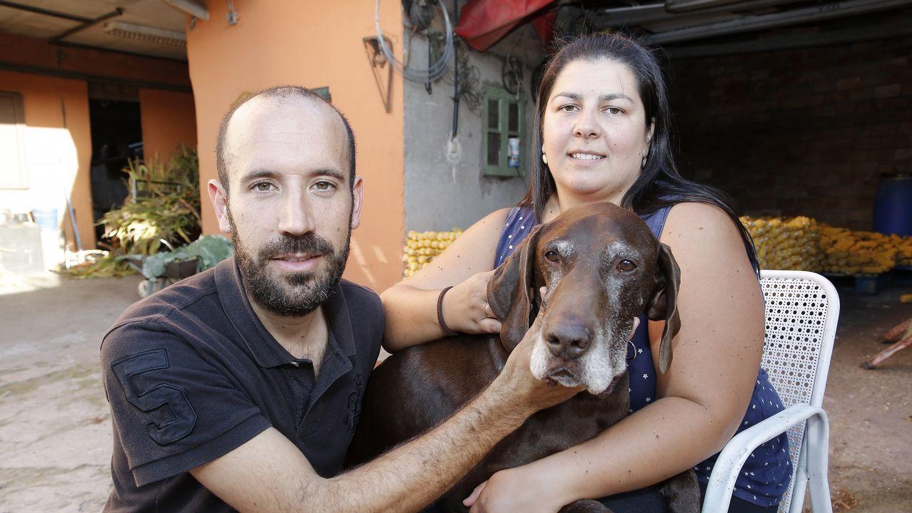 De trabajar en Angrois y buscar a Marta del Castillo a jubilarse en Pontevedra.Ruth Ortiz, madre de Ruth y José, primera por la izquierda, junto a otras victimas en la concentración de Huelva