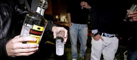 El Concello de Santiago, que multa por beber en la calle, permitió el botellón de forma excepcional esta semana con motivo de las fiestas de la Ascensión.
