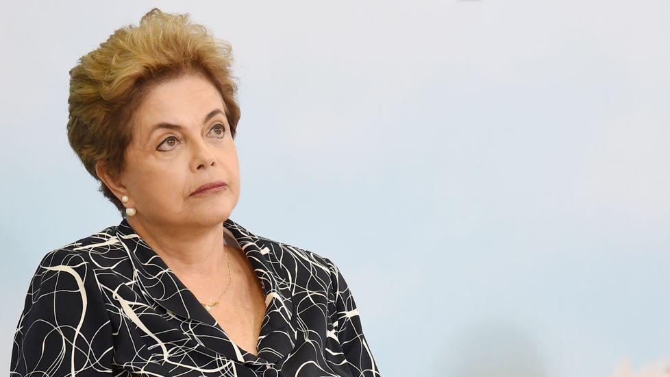 El Senado de Brasil decide si Dilma Rousseff debe abandonar el poder.Protestas en Brasil