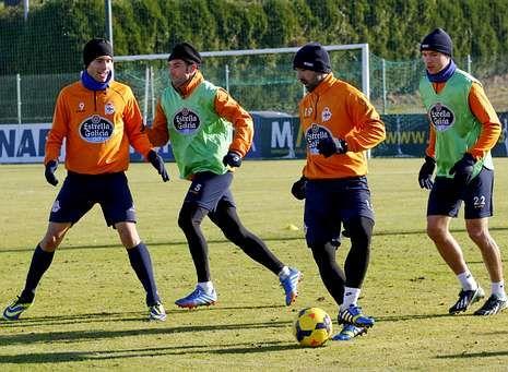 Foto vestuario.Borja, Marchena, Culio y Seoane entraron en los planes de Fernando Vázquez para el partido de hoy.