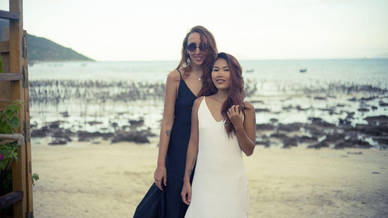 Laura con Leo, la diseñadora vietnamita que está casada con su cuñado y junto a la que dirige la marca Sinhtolina