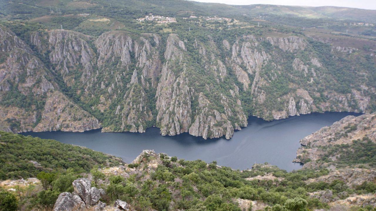 As fotos da arquitectura en pedra de San Mamede.El cañón del Sil -en la imagen- formará una figura única con el del Miño