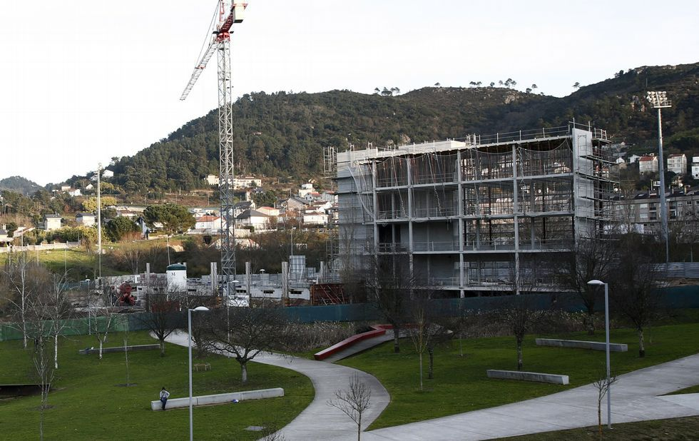 El IVA cultural baja del 21% al 10% en teatro, danza y música.Batería de cock de ArcelorMittal en Gijón