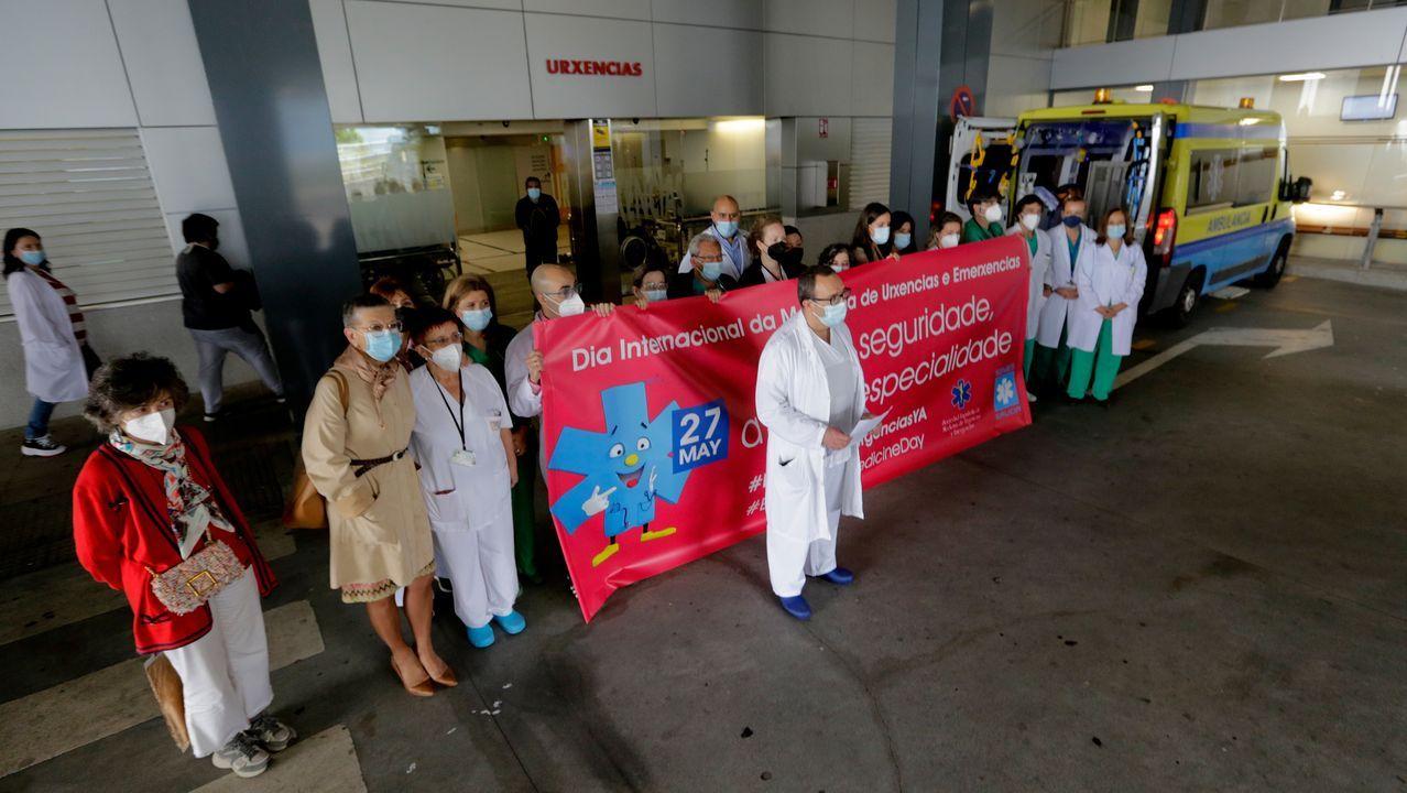 Médicos y enfermeras se concentraron en el Chuac para reclamar la especialidad de Urgencias