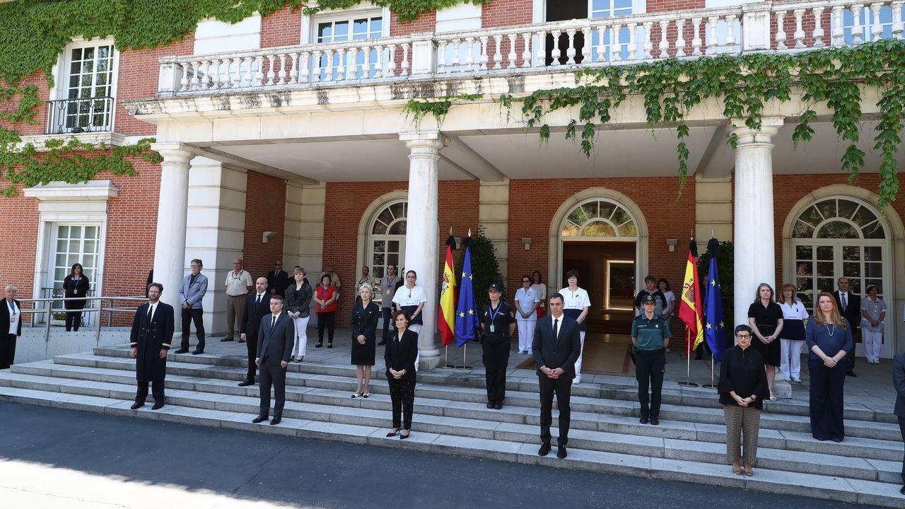 Minuto de silencio en el palacio de la Moncloa, con Pedro Sánchez al frente