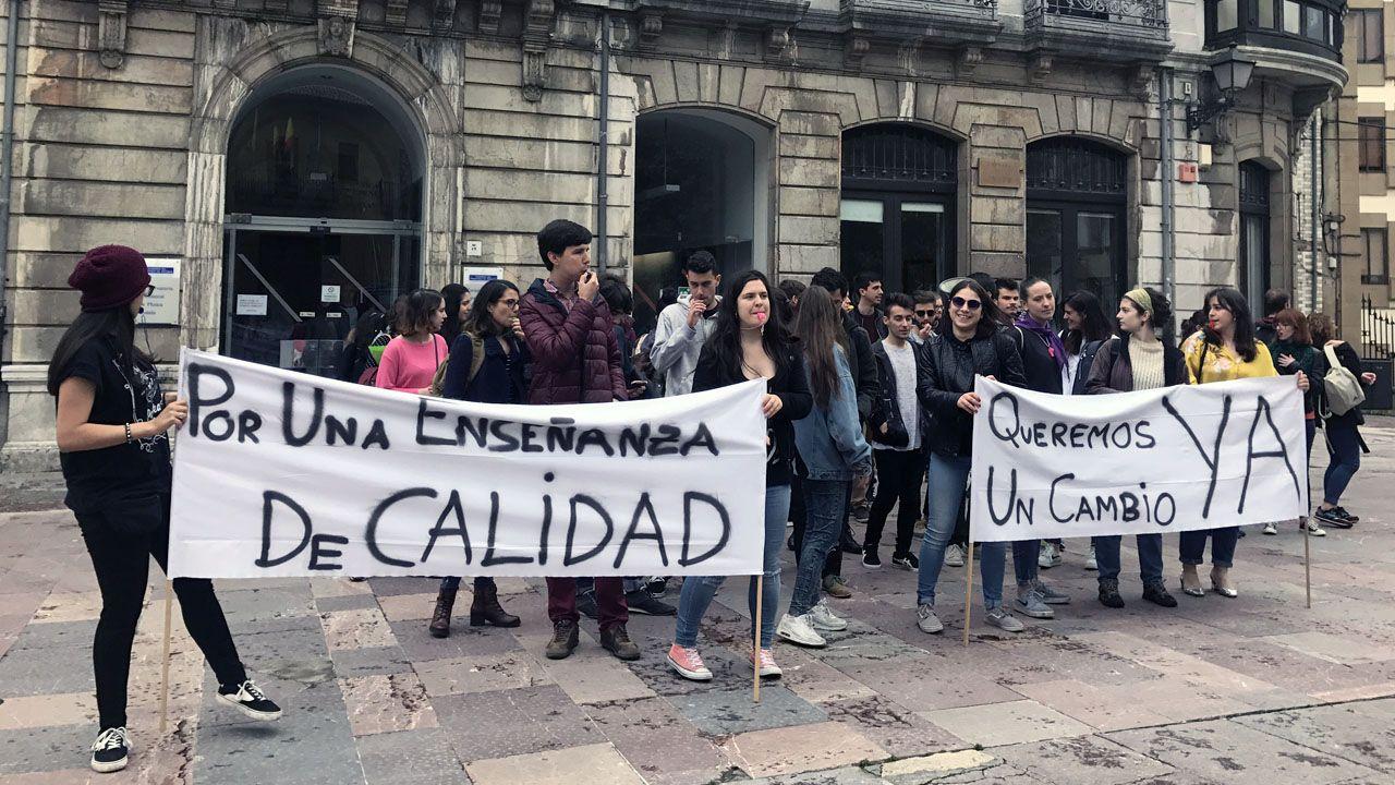 Manifestación ante el conservatorio de música del Principado