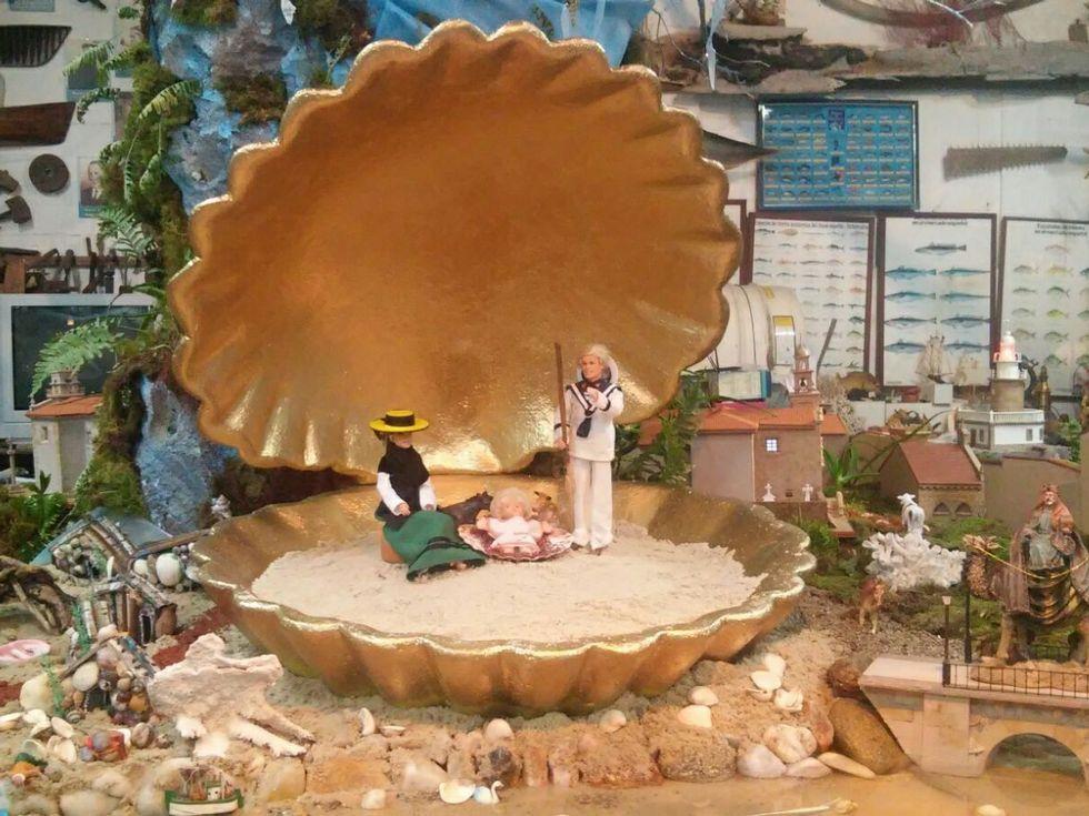 Temporal de nieve en Galicia.La Virgen lleva sancosmeiro y el San José viste de marinero.