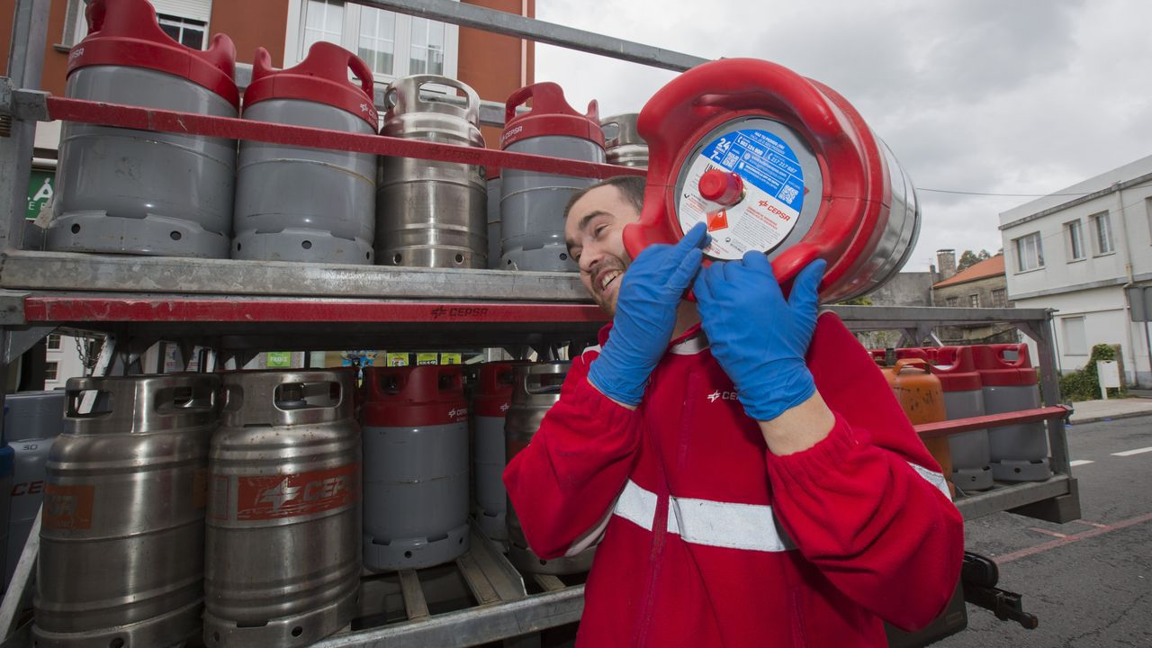 Uno de los controles establecidos por la Guardia Civil para vigilar el cumplimiento del confinamiento por la pandemia del coronavirus