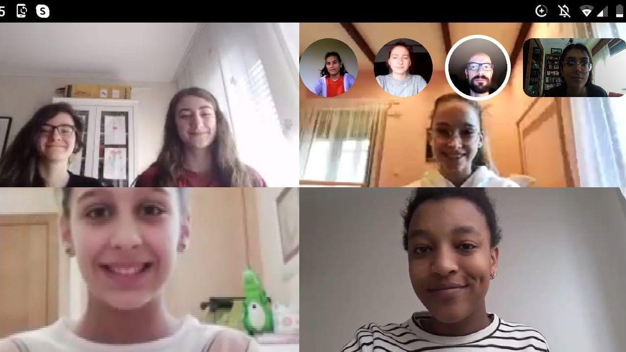 Integrantes de Tempo Novo ensayando por Skype
