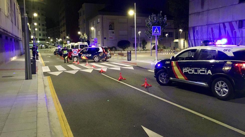 Los barrenderos toman la calle en Santiago.Control de alcoholemia