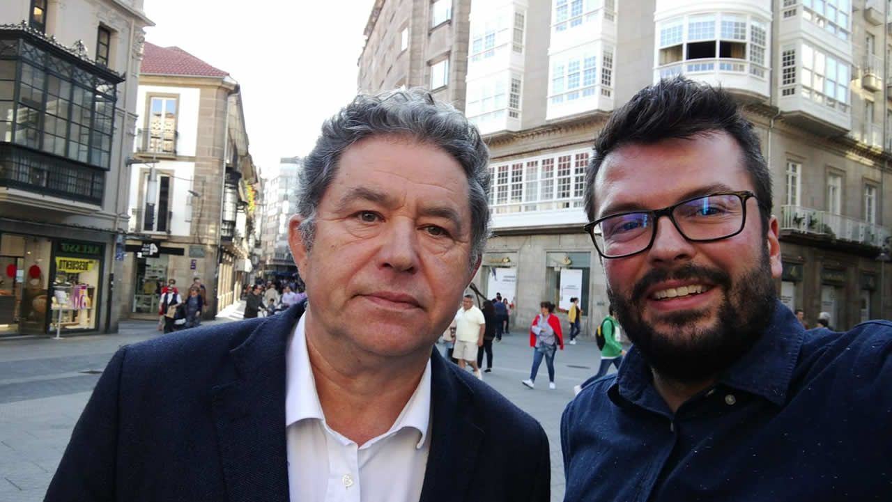 El fiscal de Tráfico de Galicia propone un carnet para bicis y patinetes eléctricos.César Strawberry, líder de Def con Dos