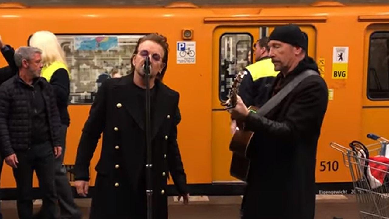 Concierto sorpresa de U2 en el metro de Berlín.PINTOR JOAQUÍN VAAMONDE CON LO QUE ERA LA DISCOTECA C'ASSELY AL FONDO