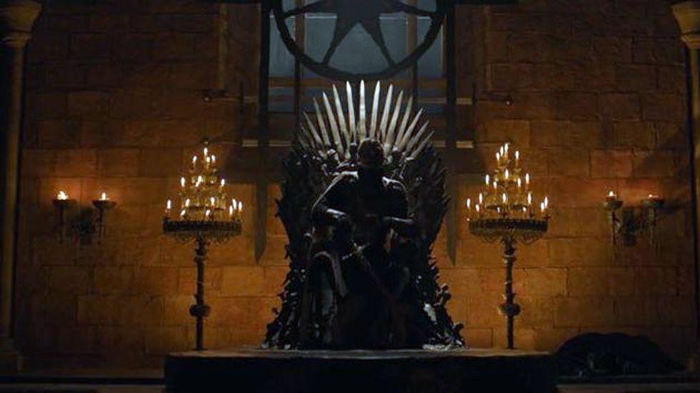 Jaime en el trono, tal y como se lo encontró Ned al llegar a Desembarco