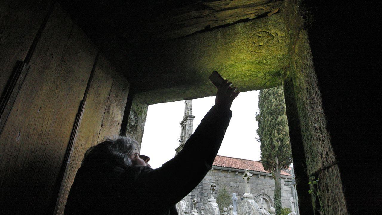 Una visita en imágenes al Pozo Morto, un depósito de agua de la época romana.En la parte derecha del bloque de piedra, reutilizado como dintel de una puerta, puede verse la representación esquemática de un rostro humano