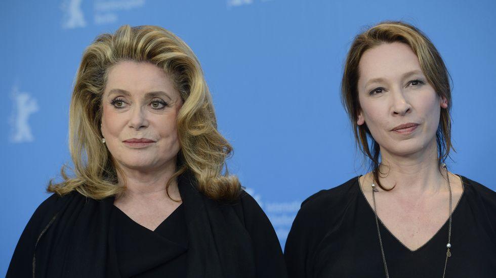 Lección de estilo en la alfombra roja de Cannes.Catherine Deneuve y Emmanuelle Bercot