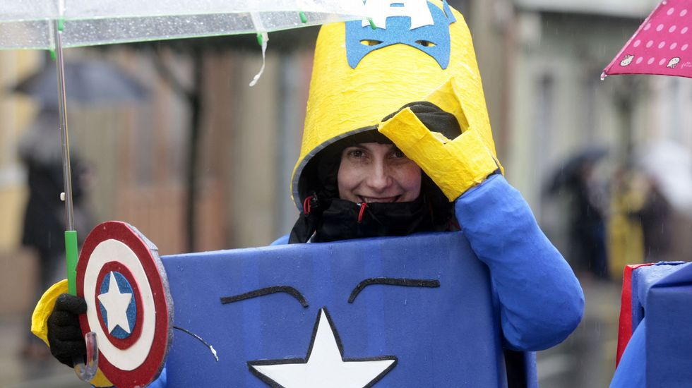 Desfile de comparsas del martes de carnaval en Monforte
