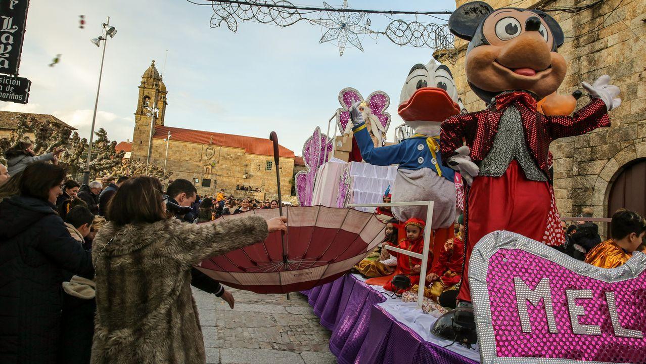 Los Reyes Magos ya reparten felicidad en Santiago