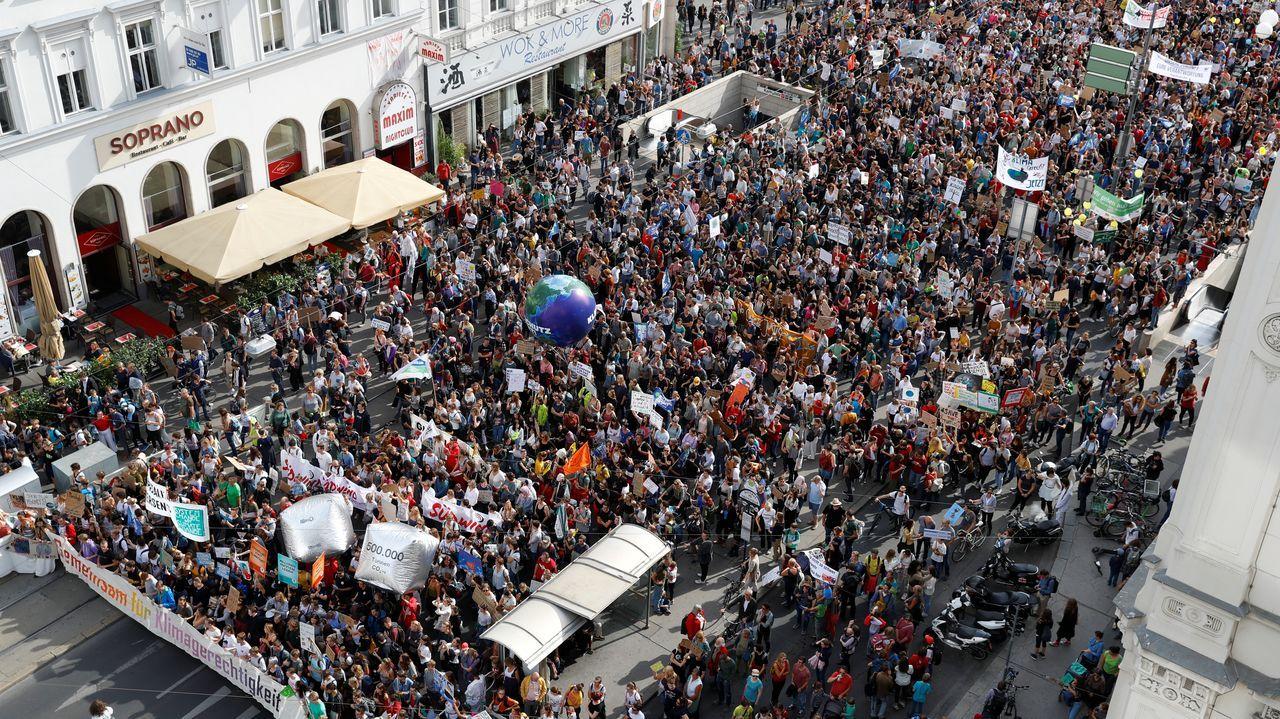 Miles de jóvenes se manifestaron en Viena, Austria