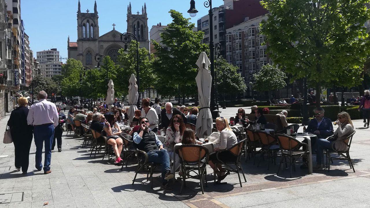 Terraza, sol, Gijón, buen tiempo.Terraza del café Didurra, en Gijón