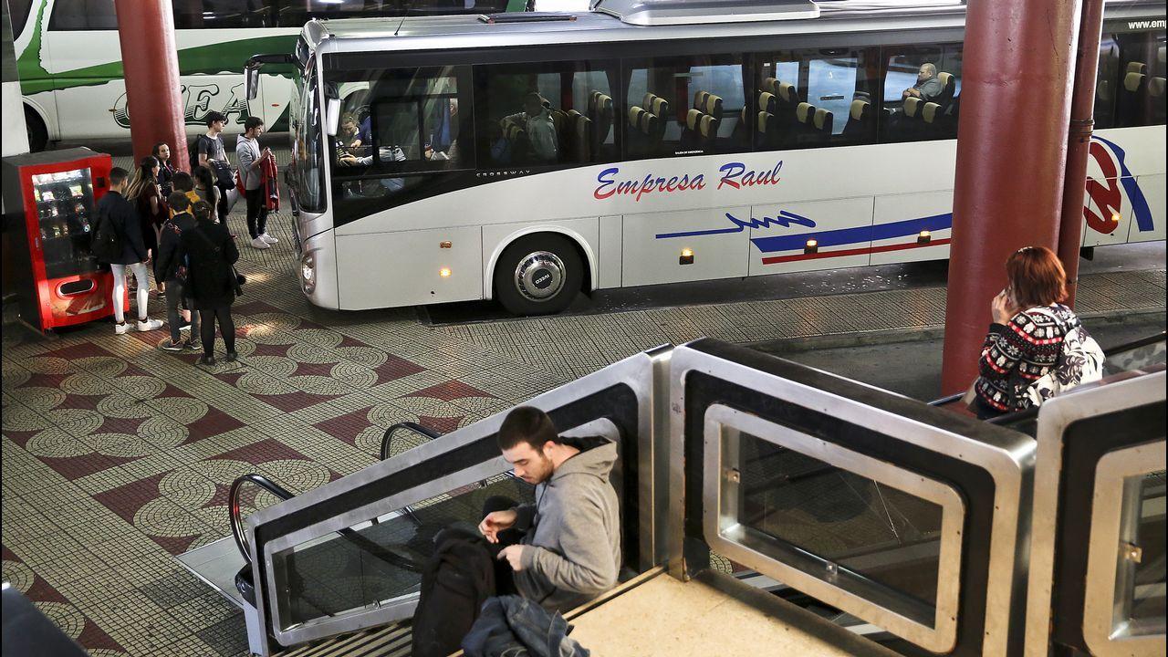 Así languidece la estación de autobuses de Vigo.Las cajetillas aprehendidas en Tui