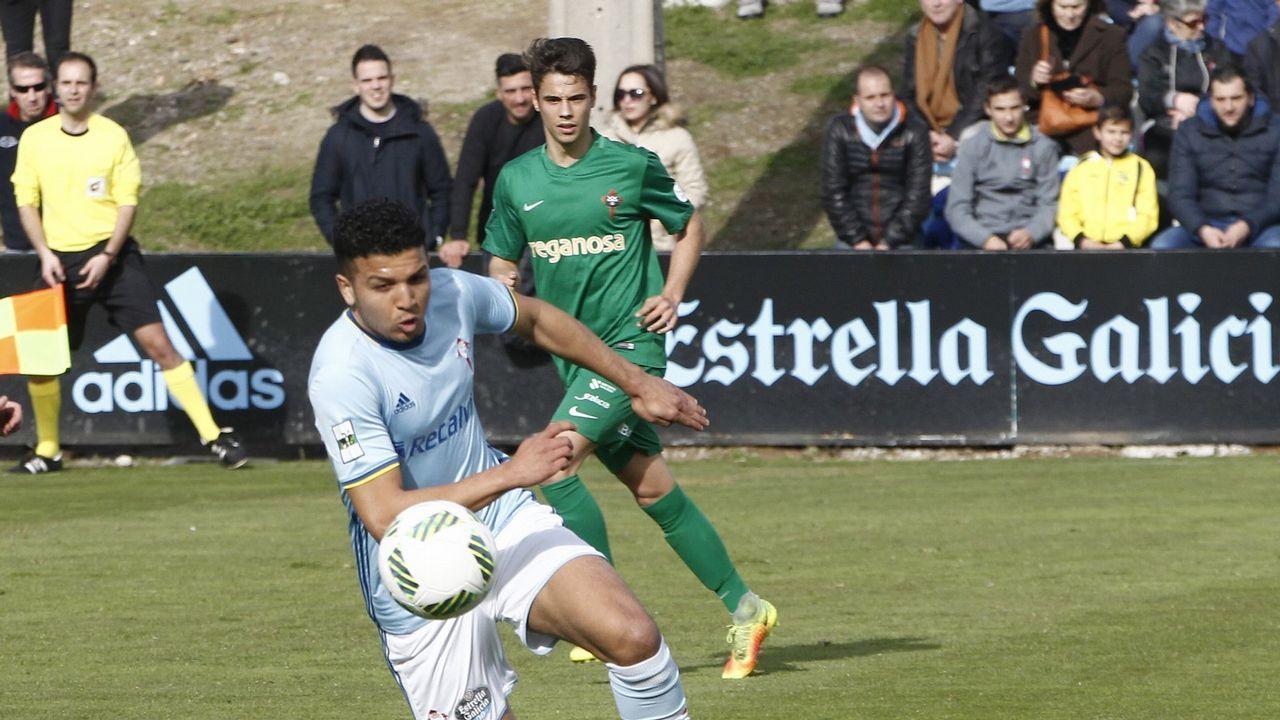 Richard Boateng conduce el balon en un encuentro con el Melilla