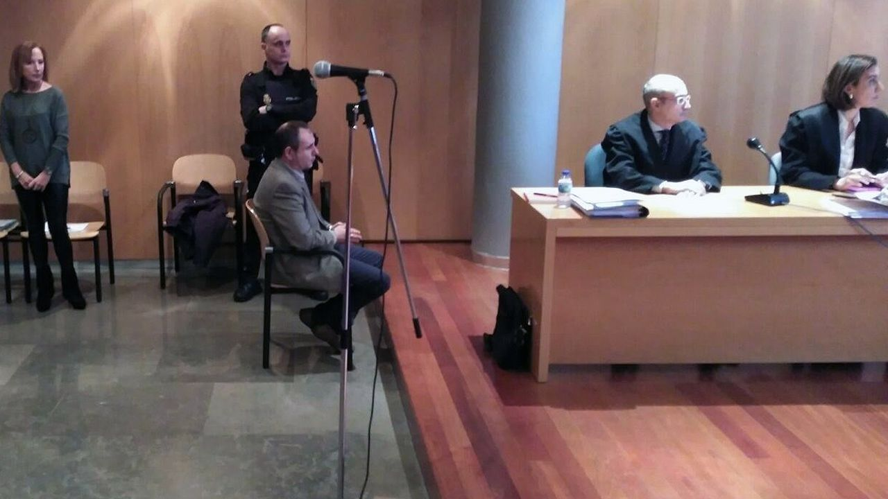 El confitero de Avilés acusado de asesinar su su mujer durante el juicio.El confitero de Avilés acusado de asesinar su su mujer durante el juicio