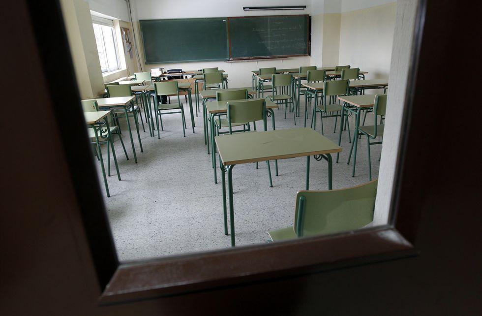 Una de las aulas que ayer se quedaron vacías en el instituto Cabanillas de Cambados.