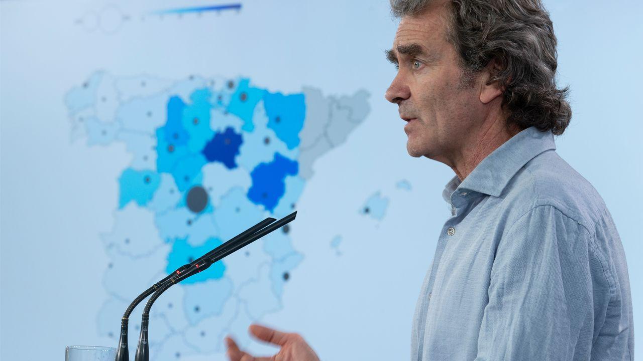 Simón, ayer, en la rueda de prensa en la que aparece el mapa de España sin datos de Cataluña