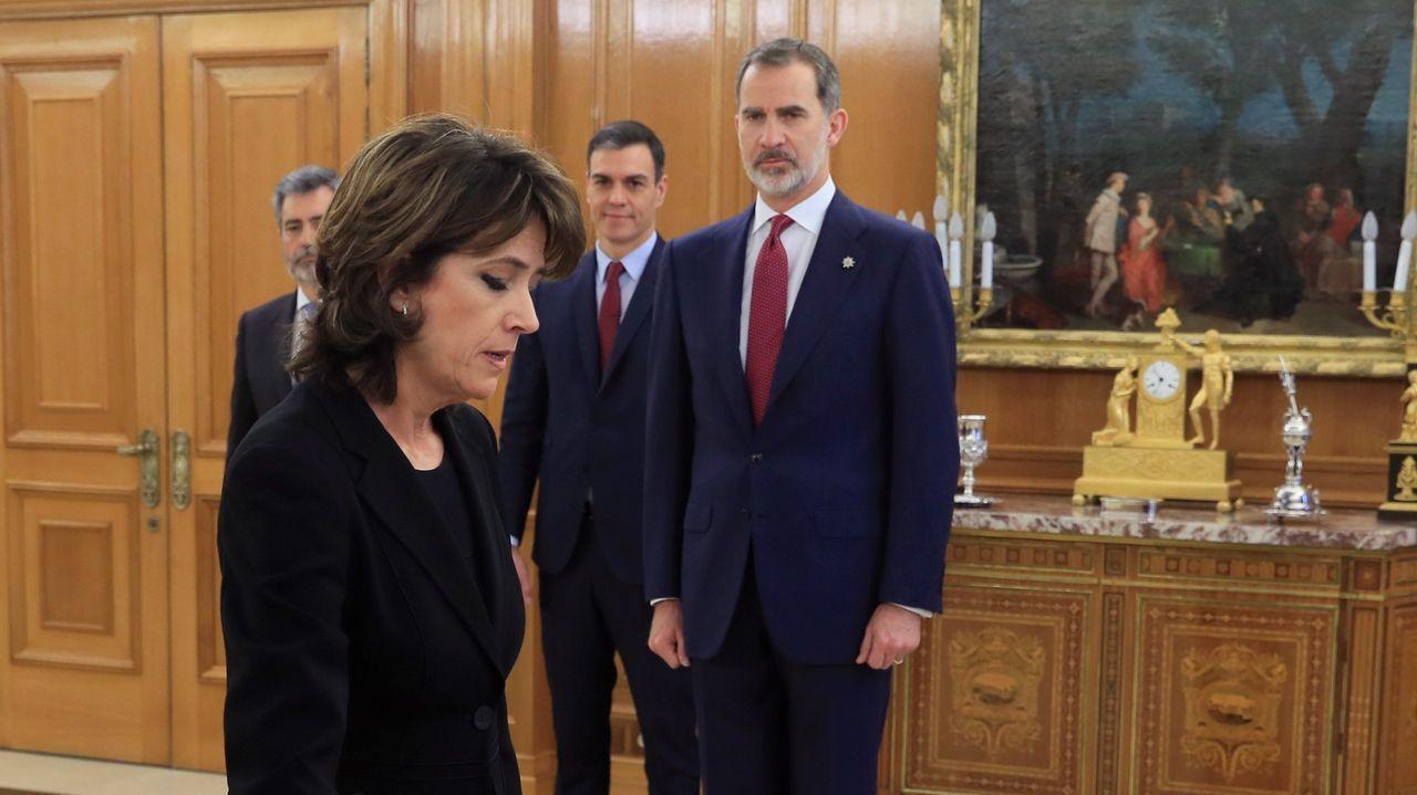 La nueva fiscala general del Estado prometiendo su cargo ante el rey y el presidente del Gobierno