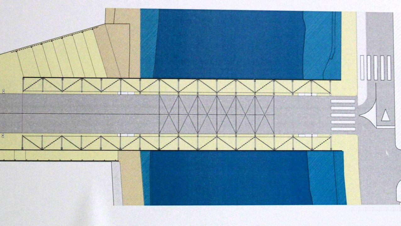 El tablero del nuevo puente mediría unos 56 metros y el puente en sí 37. El plano de la derecha muestra las proporciones de la calzada para coches y los dos pasos para transeúntes. Su ancho total, contando los arcos sería de trece metros y medio