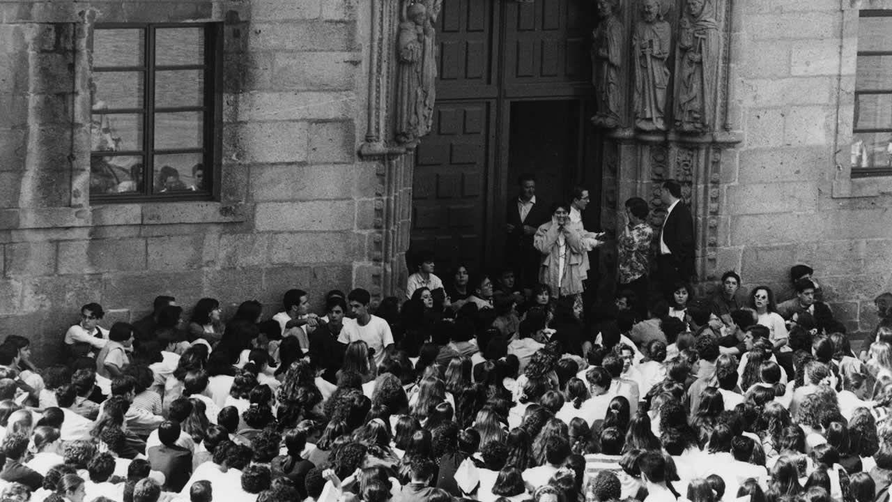 Protestas delante del rectorado compostelano